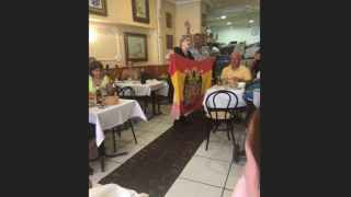 Un usuario de Tripadvisor fotografió a doña Olga y a un comensal en plena apología franquista.