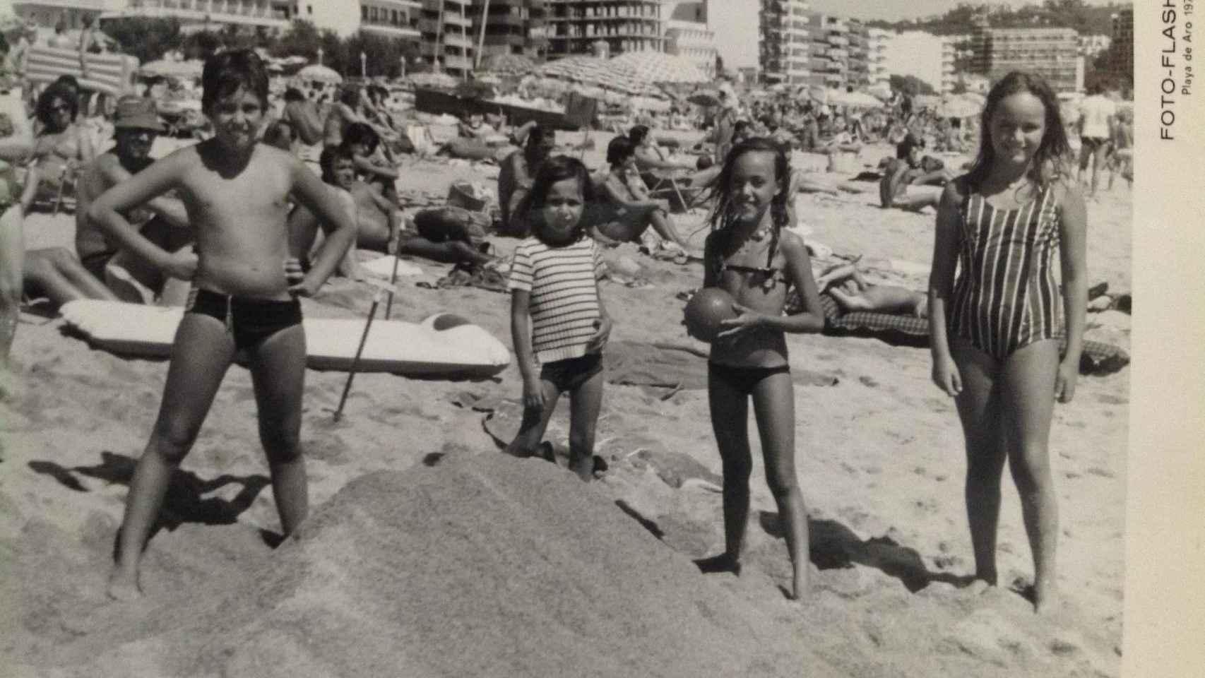 Cuatro de los cinco hermanos Cordón Muro de pequeños en la Costa Brava. Publito, el único varón, murió en un accidente dos años antes del secuestro del padre.