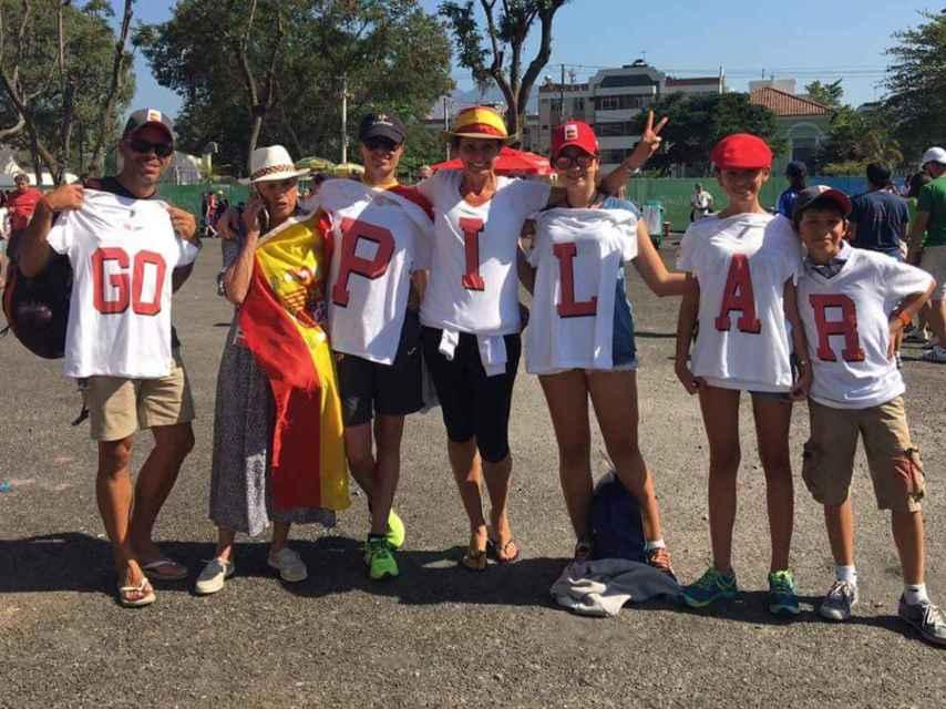 La familia apoyando a Pilar en su competición ecuestre de los JJOO de Río.