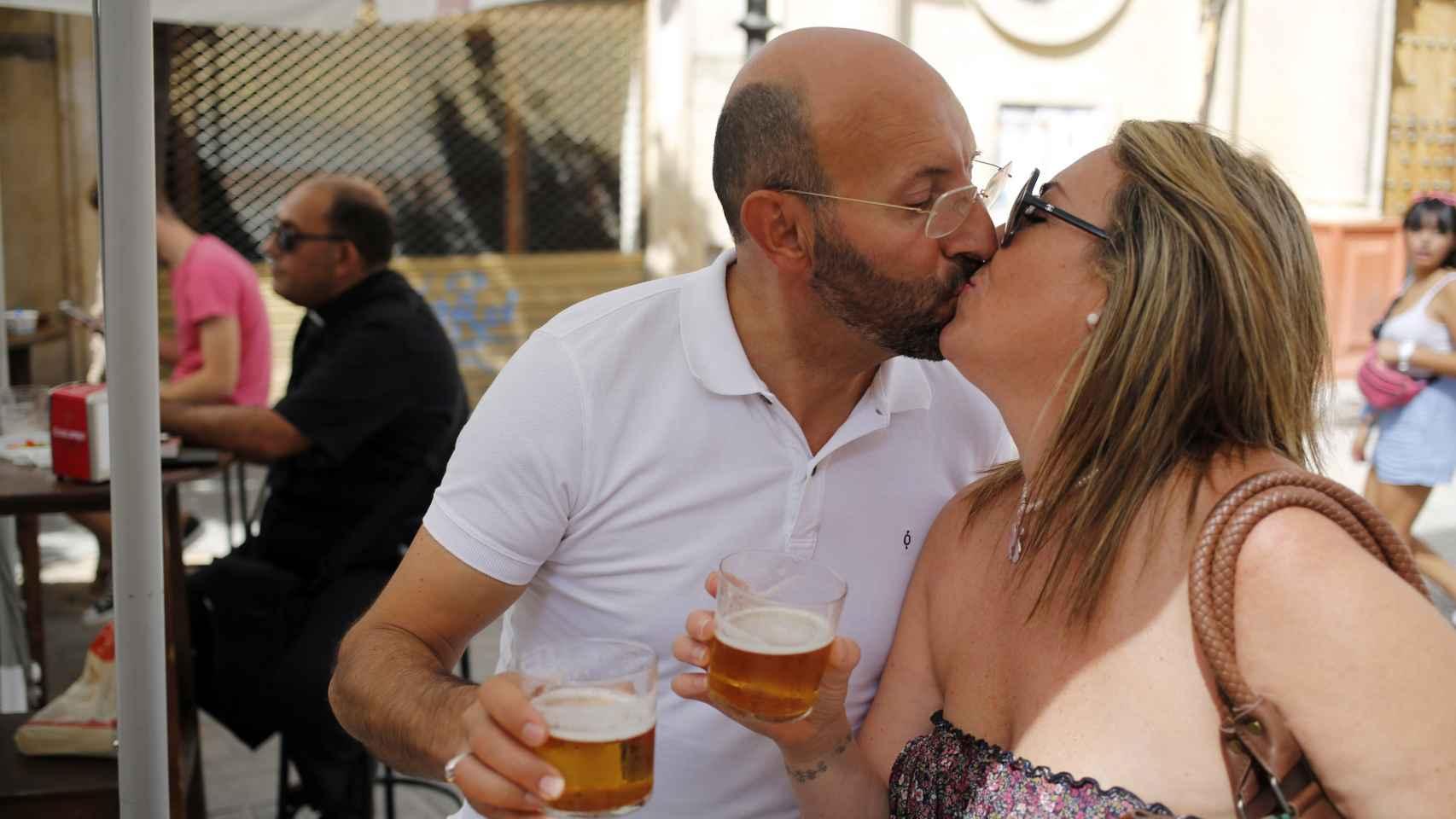 La pareja, que se casará el domingo, está muy enamorada