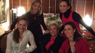 Las cinco mujeres de la familia Cordón.
