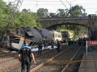 Policía y Guardia Civil trabajan en la zona del accidente.