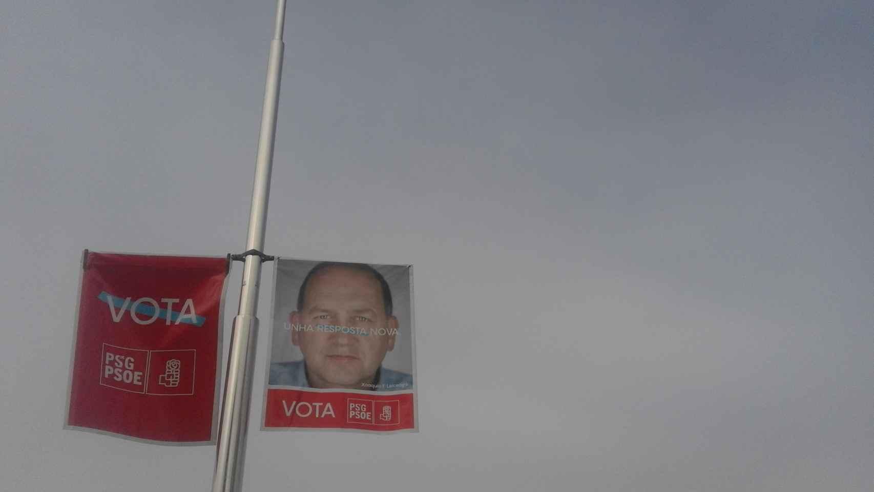 Los carteles electorales del PSOE inundan el centro de Pontevedra.