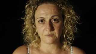 María del Carmen ayuda a su hija María a superar sus traumas gracias a las clases de defensa personal.
