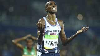 Mo Farah celebra la victoria en la final de los 5.000 de los Juegos de Río.