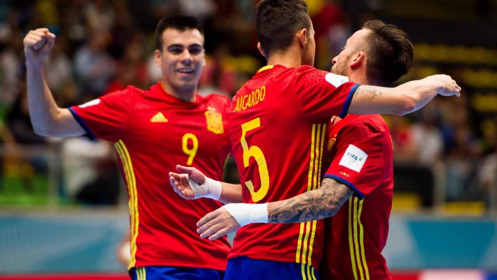 Sergio Lozano, Aicardo y Rivillos celebran un gol de la selección.