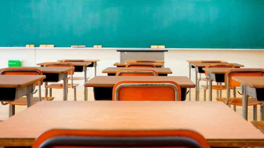 Una clase de instituto vacía.