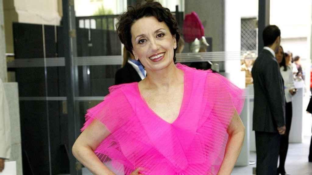 La cantante Luz Casal vestida de rosa.