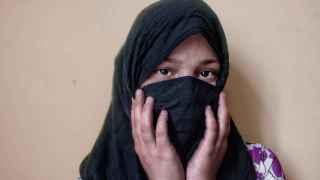 Rokshane, 16 años, posa en un correccional afgano.