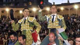 El Juli y Talavante salen a hombros de la plaza de Albacete.
