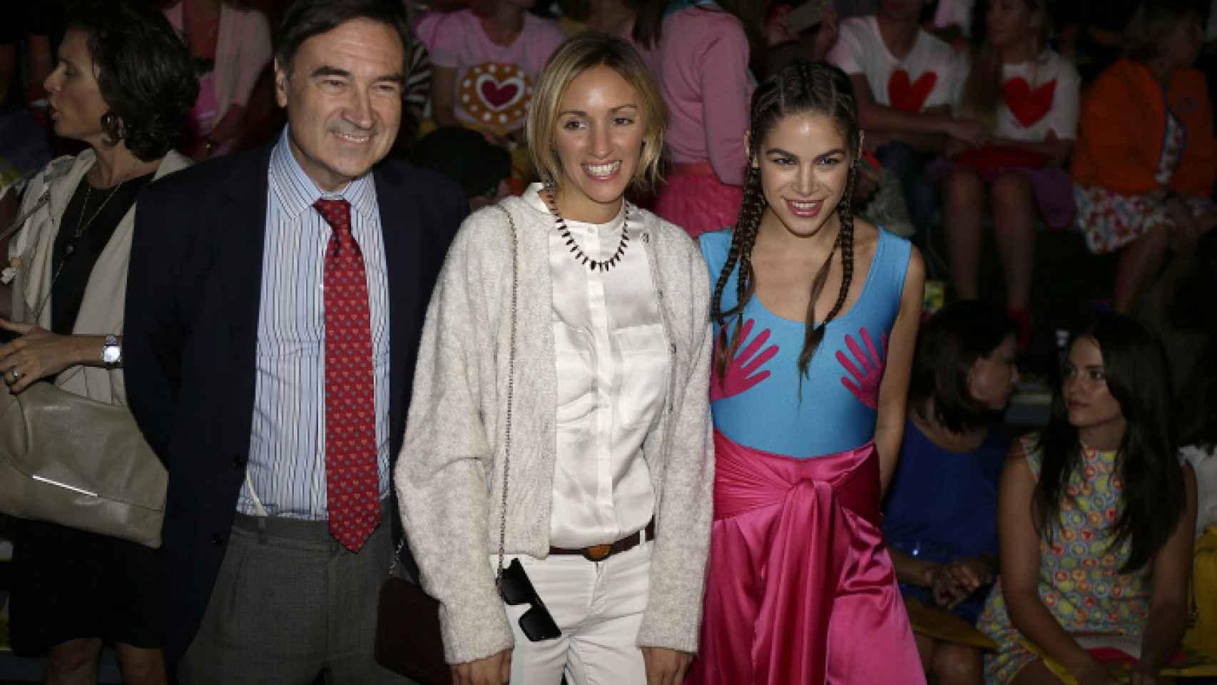 De izquierda a derecha: el periodista Pedro J. Ramírez, Beatriz Tajuelo, novia de Albert Rivera y Cosima Ramírez.