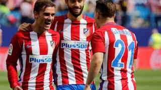 Gameiro, Carrasco y Griezmann celebran un gol contra el Sporting.