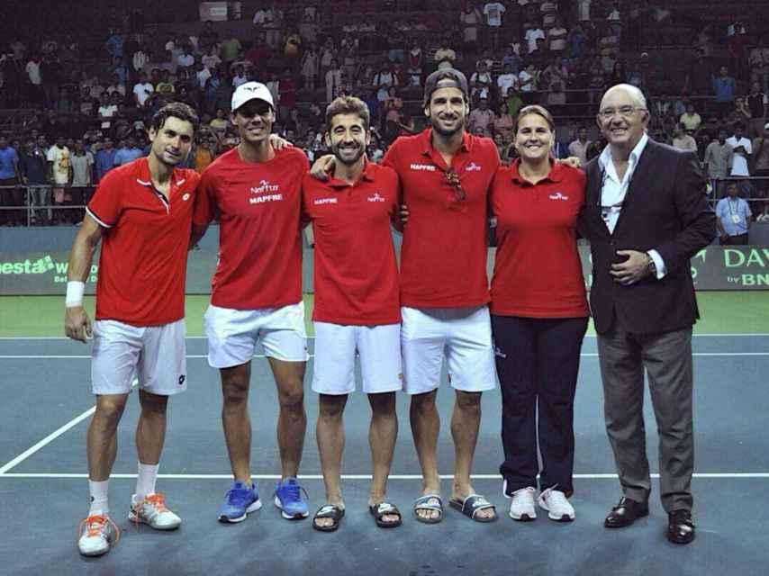 El equipo español de Copa Davis tras lograr el ascenso al Grupo Mundial.