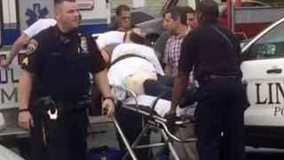 La Policía sube a Rahami a una ambulancia tras su detención.