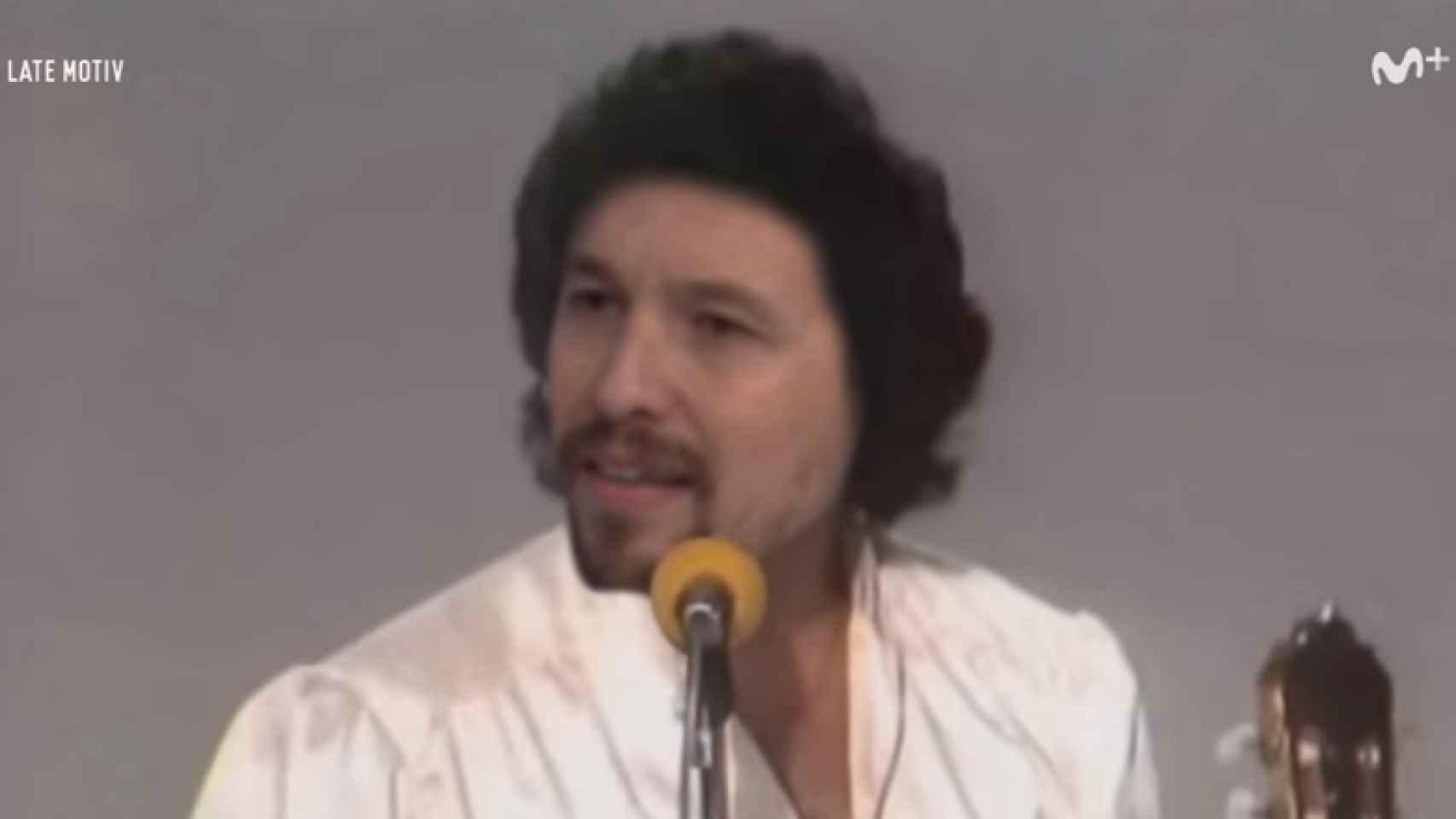 Pablo Iglesias metido en el papel de uno de los hermanos Amaya.