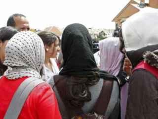 Varias alumnas con hiyab en un colegio.
