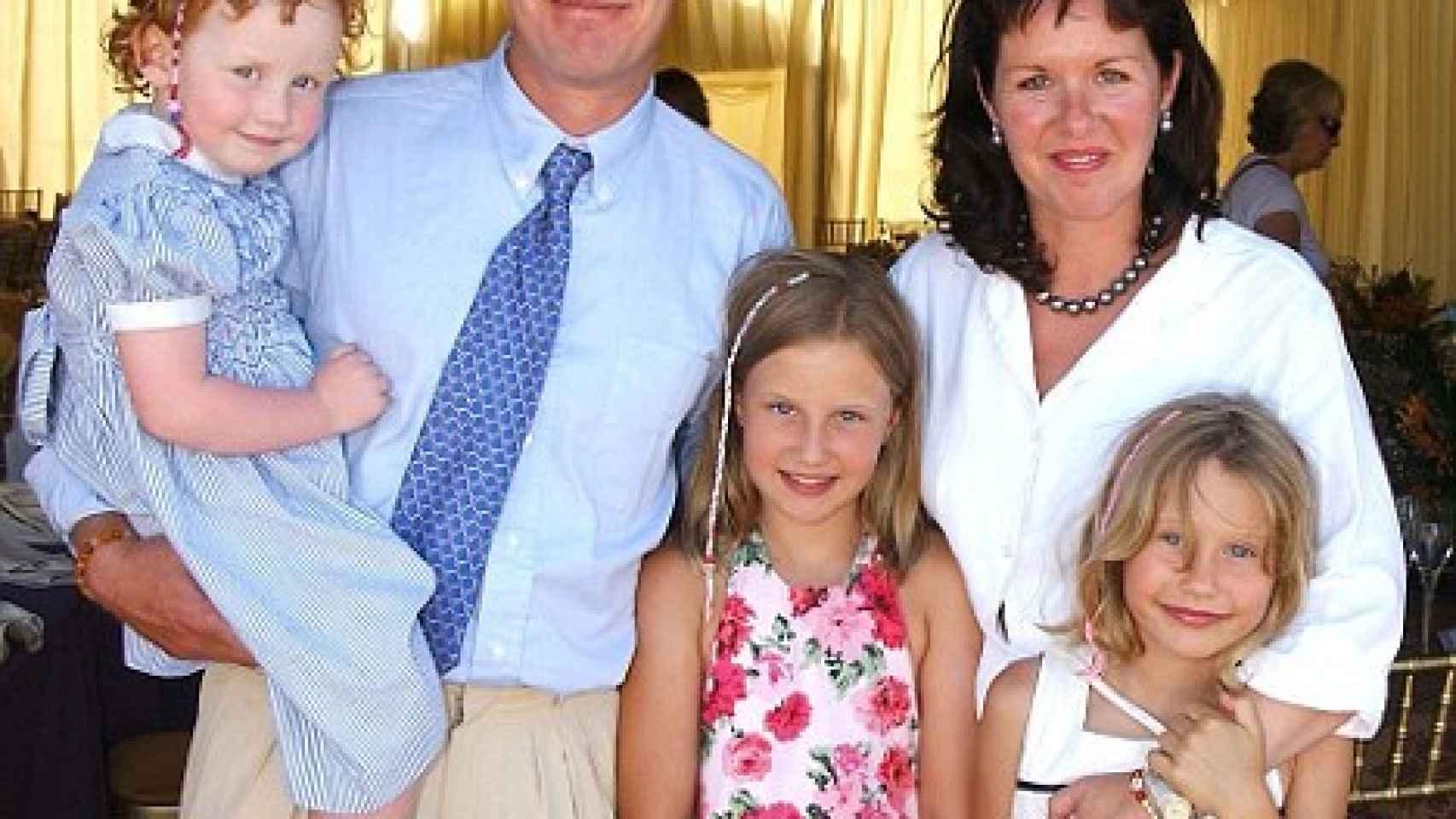 Lord Ivar y su ex Lady Penelope con sus tres hijos