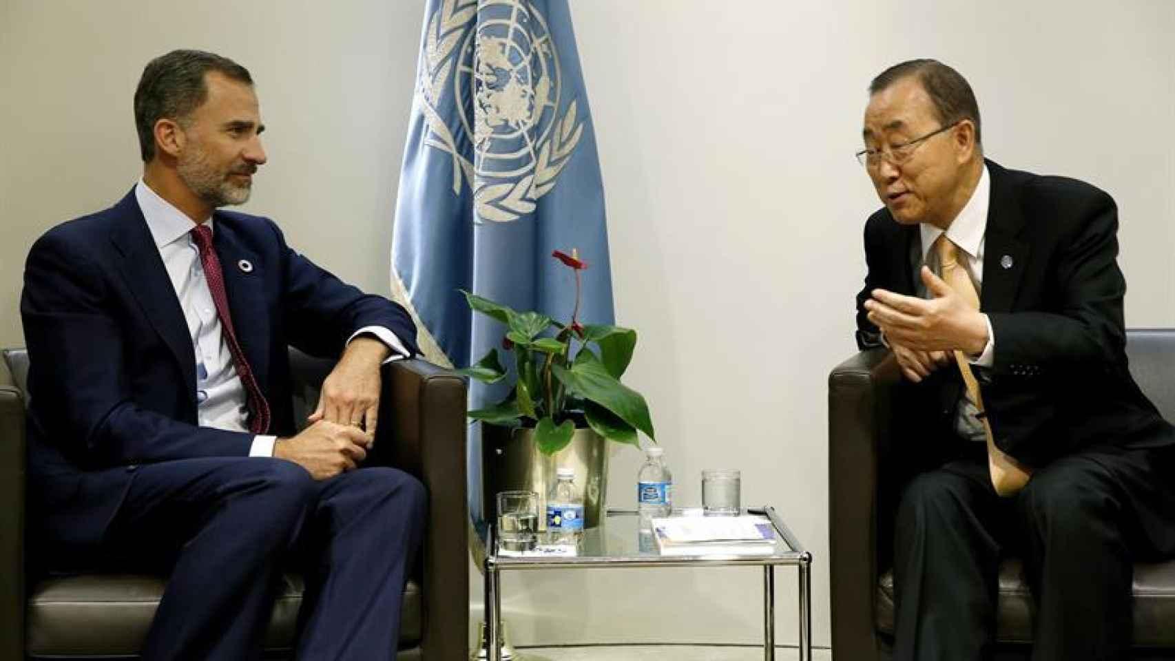 El rey conversa con Ban Ki-moon en la reunión que han mantenido en la ONU.