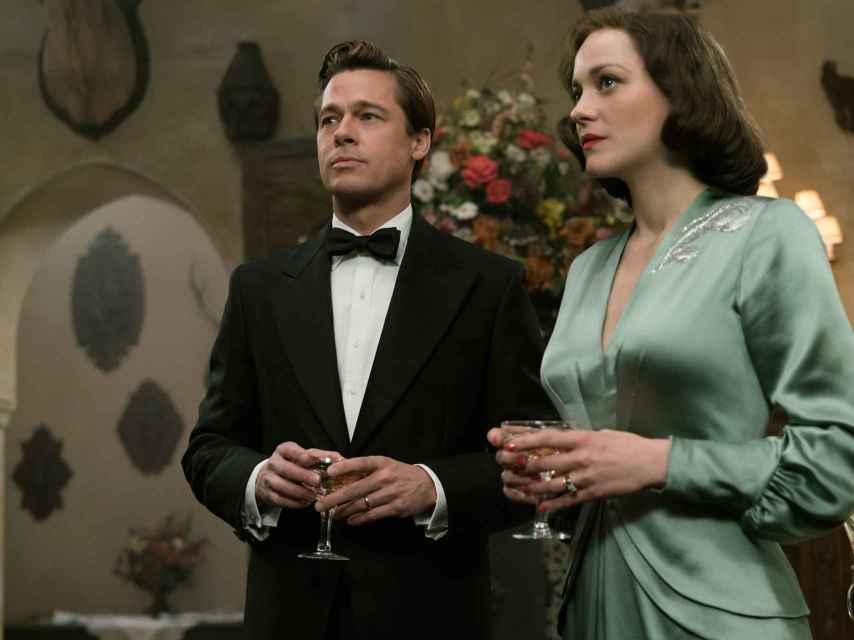 Brad Pitt y Marion Cotillard muy elegantes.