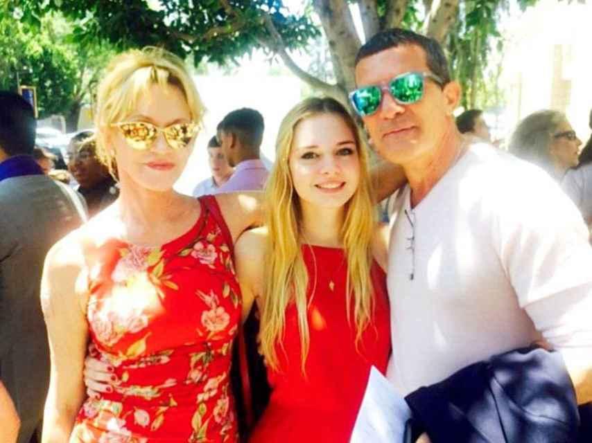Melanie Griffith y Antonio banderas con su hija Estella del Carmen.