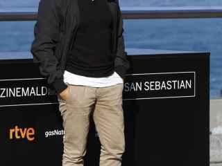 Juan Antonio Bayona posa en San Sebastián.