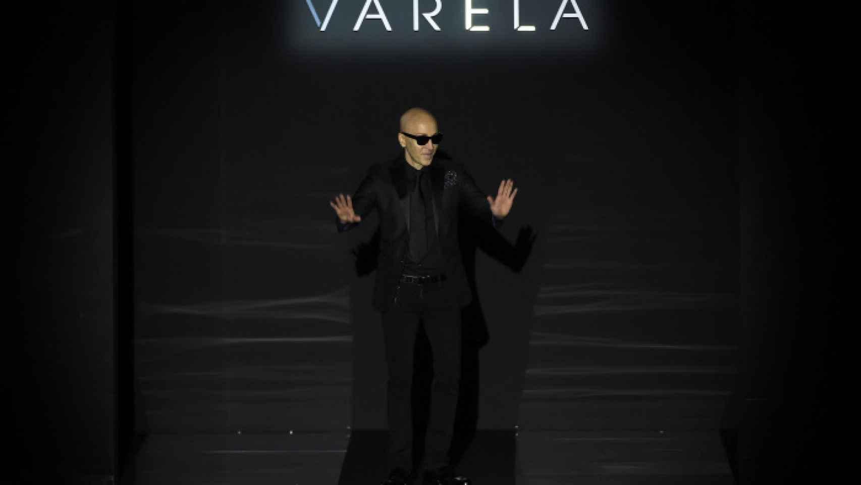 Varela sale a saludar tras el desfile.