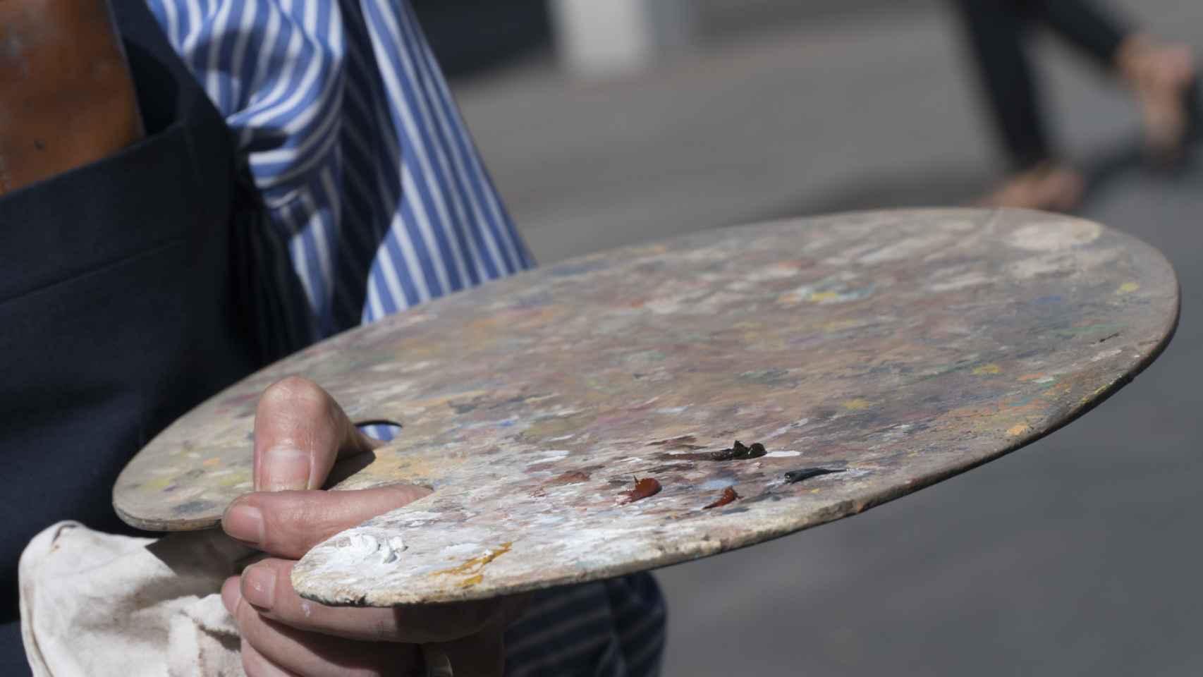La paleta del pintor callejero, algo desangelada.