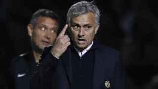 Mourinho, durante el partido ante el Northampton.