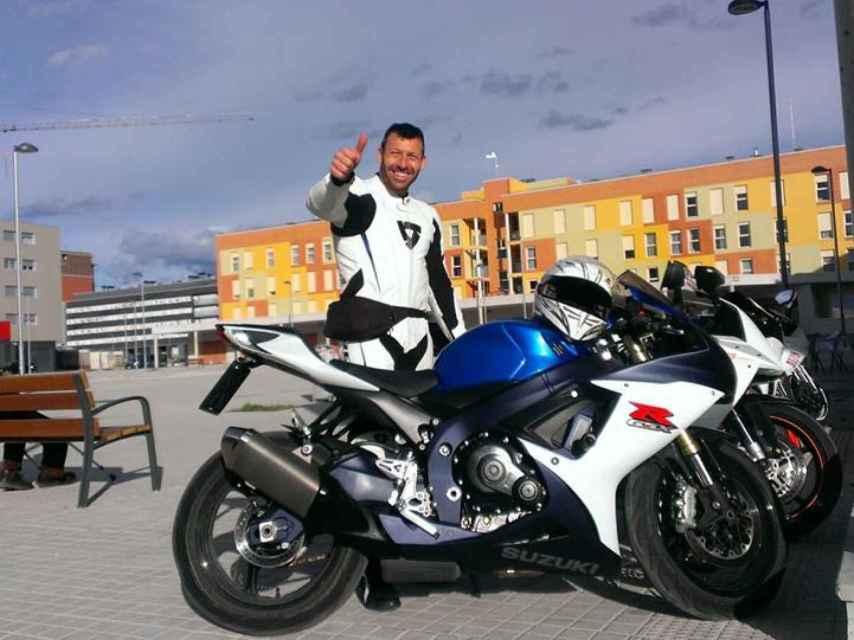 Álvaro era policía nacional y un gran aficionado al motor; se dejó la vida en la carretera el pasado domingo.
