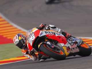 Pedrosa traza un viraje, durante la primera jornada de entrenamientos del GP de Aragón.