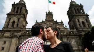 Los gays mexicanos reclaman poder casarse en cualquier parte del país.