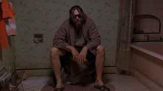 'El Nota' sentado en el váter en 'El Gran Lebowski'.