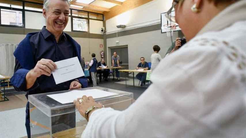 Urkullu ejerce su derecho a voto en Durango.