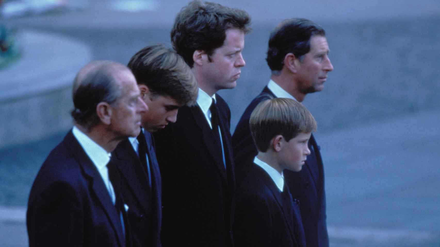 Momento del cortejo fúnebre en el funeral de Diana de Gales.