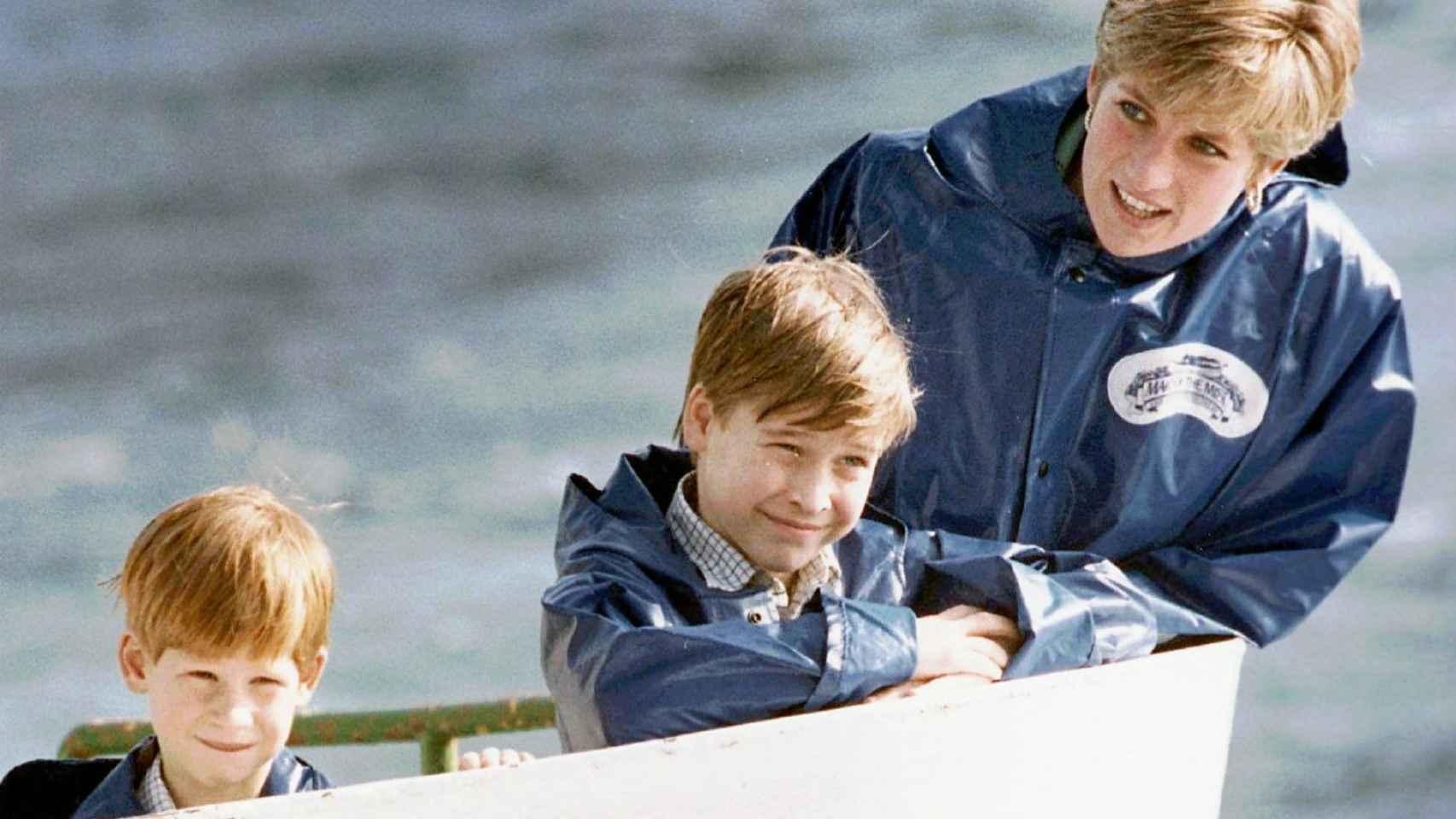 Diana de Gales con sus hijos Guillermo y Enrique en 1991.