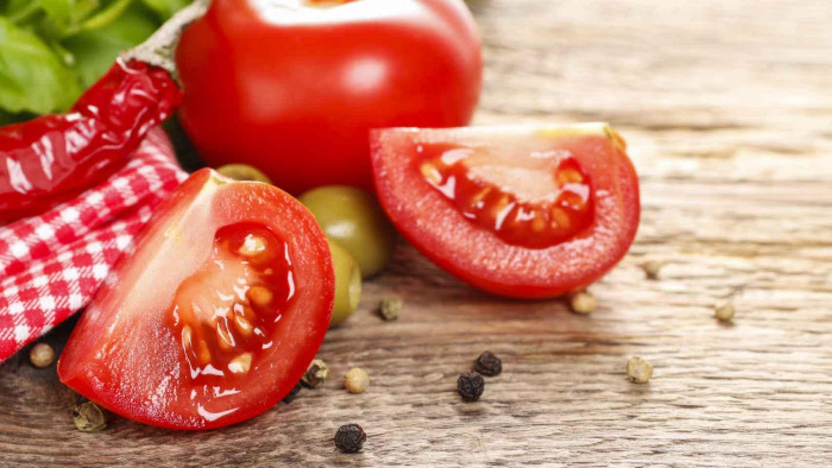 El tomate posee agentes antioxidantes.