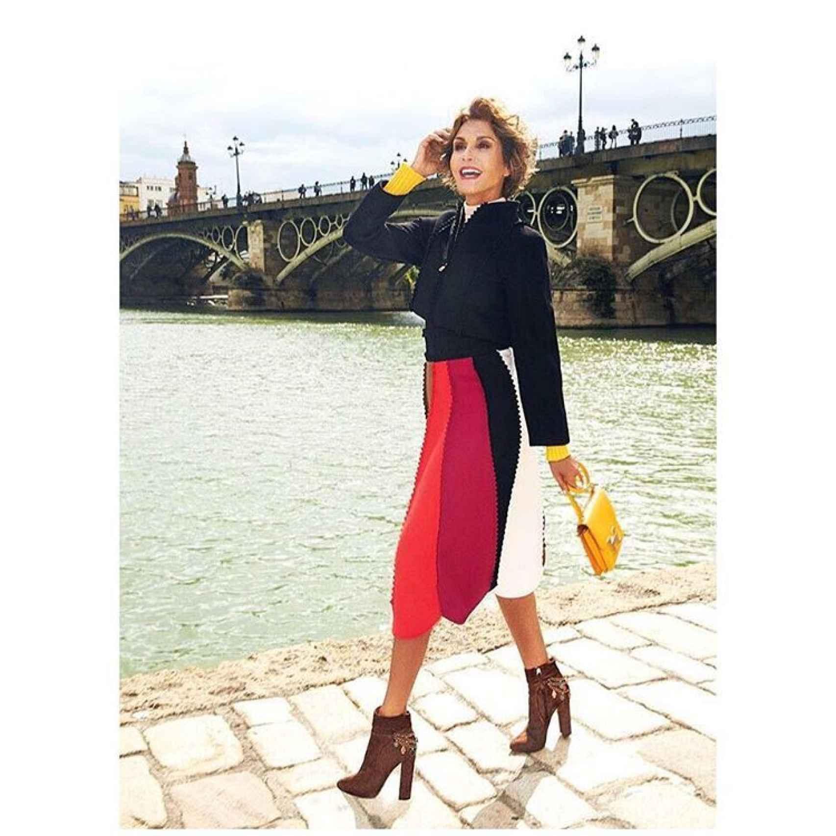 La estilista con los botines diseñados por ella misma