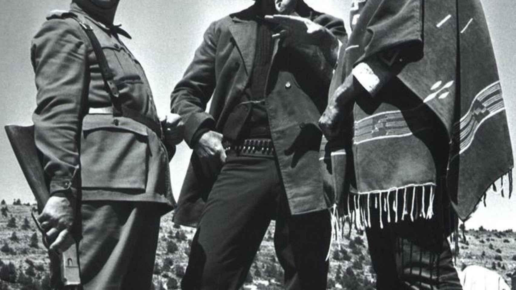 De derecha a izquierda: el Bueno, el Malo y el Guardia Civil
