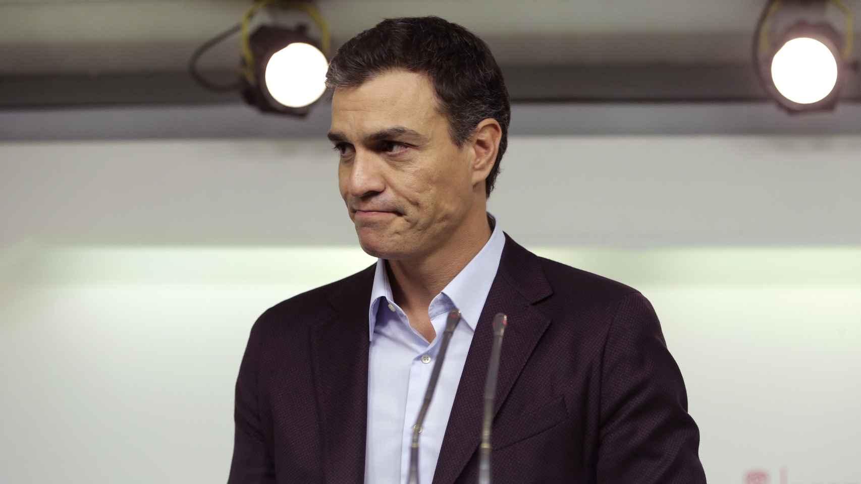 El ex líder del PSOE, Pedro Sánchez, comparece tras anunciar su dimisión.