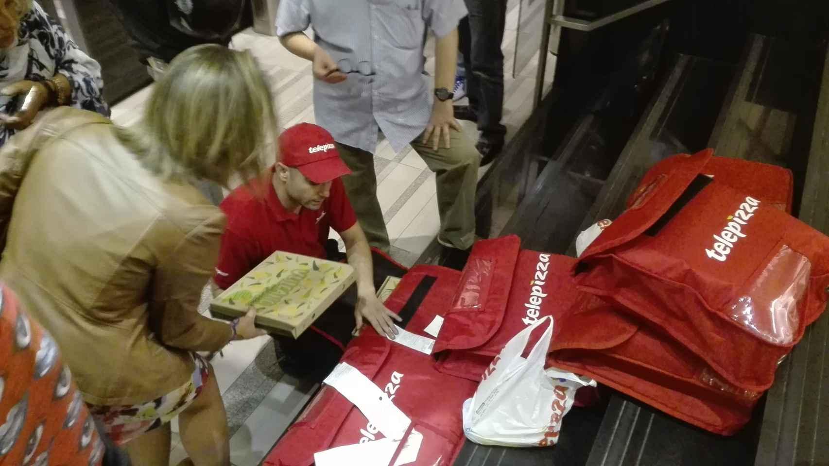 La llegada a Ferraz con el pedido de 16 pizzas.