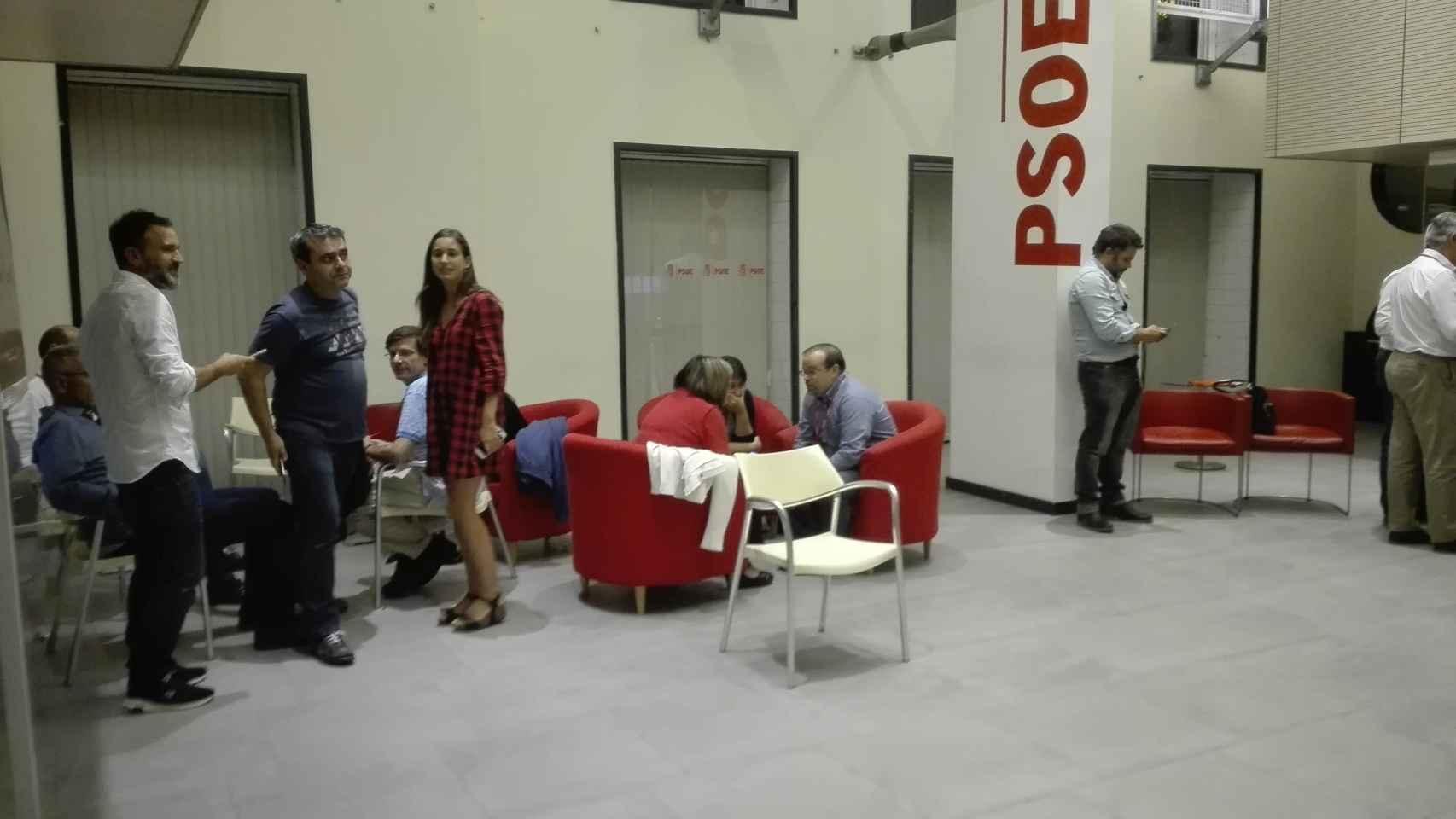 Los críticos han conseguido, tras doce horas, tumbar al líder socialista Pedro Sánchez.