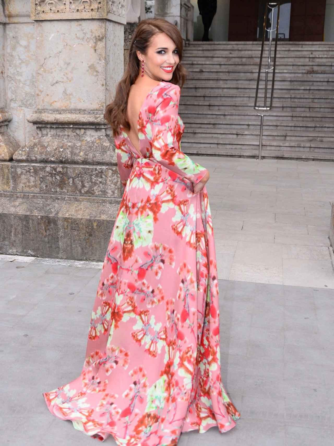 Paula Echevarría con un diseño floral de Jorge Vázquez