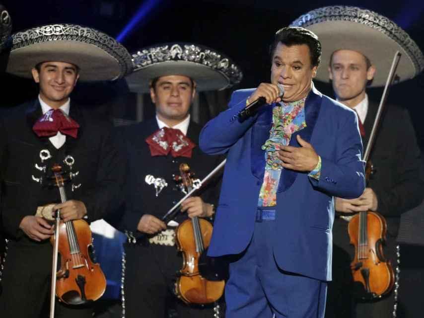 Juan Gabriel, durante uno de sus conciertos.