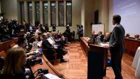 El comité Nobel anunciando hoy al ganador del premio en Medicina y Fisiología.