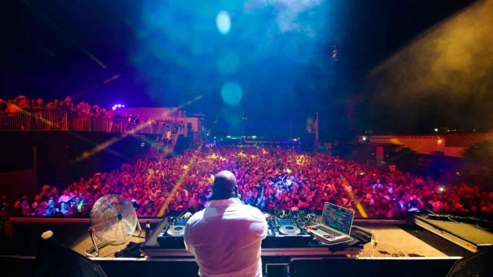 Carl Cox durante su primer show en el párking de Space Ibiza