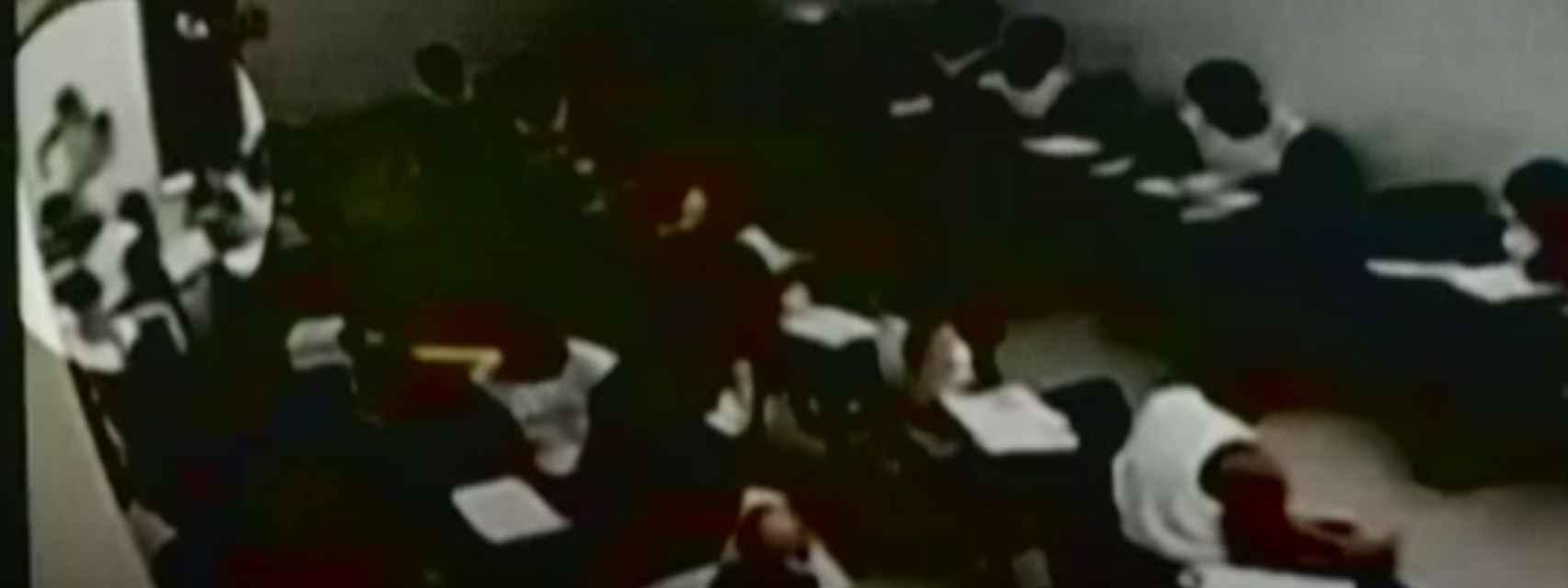 Las cámaras de seguridad captaron a Patrick asestando un navajazo a un profesor de su colegio