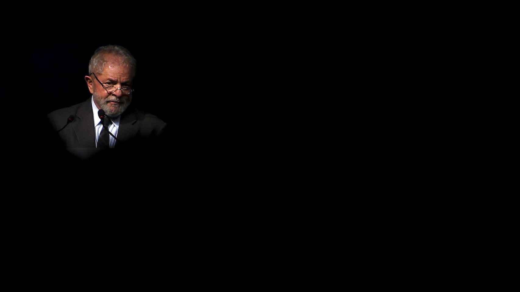 La fiscalía brasileña acusa a Lula de enriquecerse por su relación con constructoras.