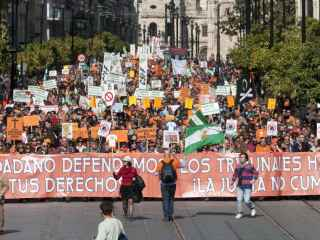Una manifestación de funcionarios y trabajadores interinos.