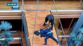 El nuevo favorito para liderar el UKIP se ha desplomado en la Eurocámara tras recibir un puñetazo
