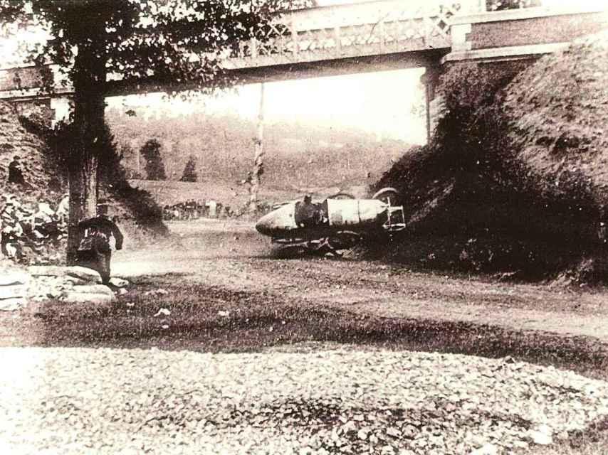Uno de los muchos accidentes registrados en la París-Madrid de 1903.